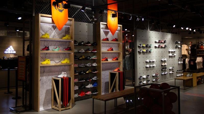 custom-retail-fixtures-wall-display